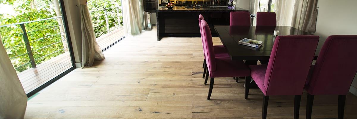 velkoformátová dubová masivní dřevěná podlaha